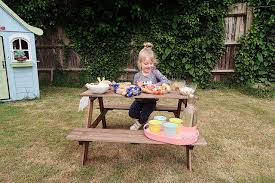 Ikea Childrens Picnic Table by Children U0027s Picnic With Brioche Pasquier