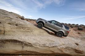 toyota land rover 2017 2017 land rover discovery suv review remarkably overqualified wsj