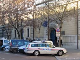 tribunal de grande instance de versailles bureau d aide juridictionnelle au moins 20 mois de prison requis contre l ex prof de techno gourou