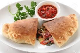 cuisine italienne pizza calzone pizza pliée comme une demi lune cuisine italienne