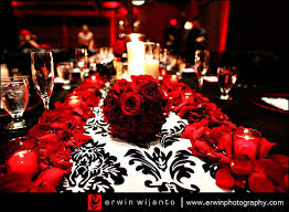 Red And White Centerpieces For Wedding by Absolutely Gorgeous Centerpieces With A Rose Petal Trimmed White