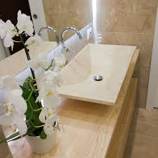 piastrelle in pietra per bagno bagno luminoso in travertino becagli chiaro
