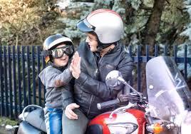 si e enfant scooter transport d un enfant à moto que dit la loi lesfurets com