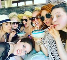 How To Say Thanksgiving In Spanish Pitch Perfect Cast Take Girls Trip To Mexico