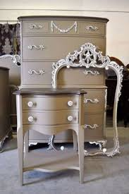 25 amazing trash to treasure projects chalk paint nightstands
