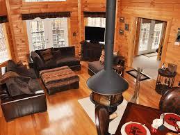 amazing wood log cabin nestled in woods homeaway branson cedars