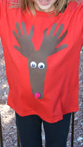 make this no sew christmas shirt by making a reindeer out of your