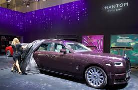 roll royce dubai the world u0027s most luxurious car takes the stand at the dubai