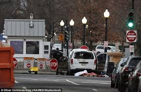 whitehouse bureau de change vehicle rams security gate at white house daily mail