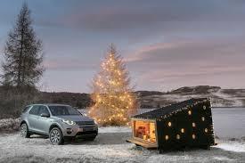 land rover discovery sport land rover u201c inžinieriai į bagažinę įgrūdo kalėdų trobelę delfi auto