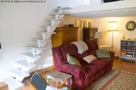 escalier peint en gris un vieil escalier métamorphosé à la peinture dans le salon vidéo