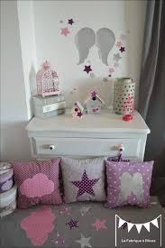 creer deco chambre bebe décoration chambre bébé et linge de lit parme violet vif et