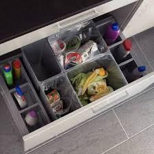 poubelle pour meuble de cuisine les 17 meilleures images du tableau poubelles tiroirs