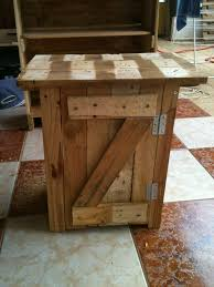 meuble fait en palette table de chevet créations et meubles en bois de palettes recyclées