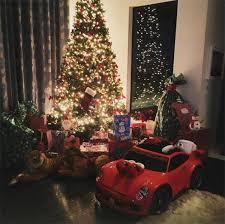 brown s christmas tree pic chris brown s christmas with royalty he gifts new