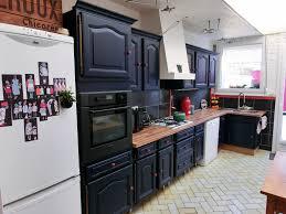 peindre sa cuisine en repeindre sa cuisine en noir simple cuisine repeinte en noir idées