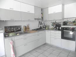 cuisines actuelles cuisine gris clair laqué en photo
