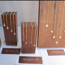 28fdd249ce96bb5562af57e13818ba65 jpg 600 600 jewelry display
