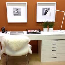 Long Desk With Drawers by How To Hang Two Picture Frames Over A Desk Utr Déco Blog