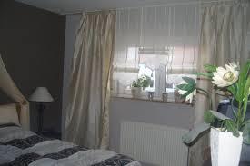 gardinen im schlafzimmer die besten 25 schlafzimmerfenster ideen auf vorhänge
