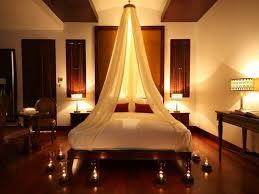 d馗oration romantique chambre deco de fete deco romantique chambre coucher lit baldaqun bougies