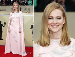 laura linney feathered hair laura linney in j mendel 2018 sag awards red carpet fashion