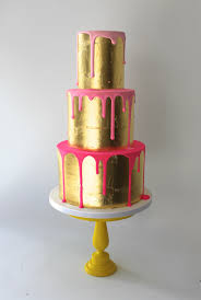 how fun is this gold drip cake fancy pants cakes pinterest