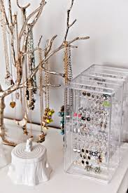 best 25 dorm jewelry storage ideas on pinterest diy necklace