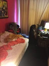 aeration chambre chambre minuscule pas de rideau de pas de système d