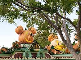 These Disneyland Halloween Treats Are Available Now 2017 by Mickey U0027s Halloween Party 2017 What U0027s Changing And What U0027s Staying