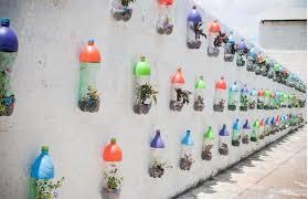 coole wandgestaltung bastelideen mit plastikflaschen für coole wandgestaltung mit diy