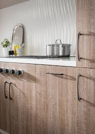 add style to your kitchen with edgewater pulls from the top knobs