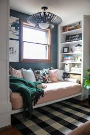 Decorating Ideas For Small Spaces Pinterest by 17 Best Ideas About Small Bedrooms On Pinterest Decorating Small