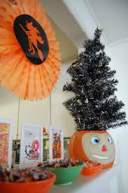 Halloween Ornament Tree by Halloween Christmas Trees Are A Thing Now 8 Pics Bored Panda Tips