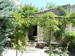 jardin paysager avec piscine vente de propriétés avec grand jardin paysager viens 84750