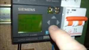 programación manual de un relé autoenlavador del microautómata