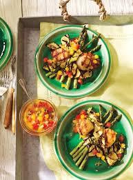 comment cuisiner les petoncles pétoncles et légumes grillés avec salsa de mangue et de fruit de la