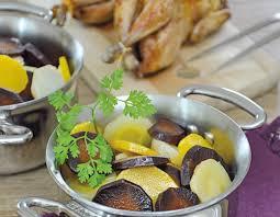 cuisiner des cailles en cocotte recette cocotte de légumes anciens glacés au miel et cailles rôties