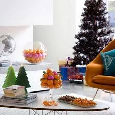 awesome decor ideas for christmas with brightly pine cones