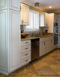 Travertine Kitchen Floor by 10 Best Kitchen Cabinets Images On Pinterest Kitchen Cabinets