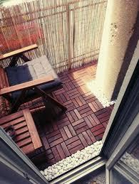 holzdielen balkon die besten 25 holzfliesen verlegen ideen auf