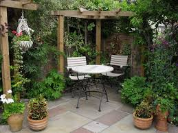 Backyard Ideas Pinterest Best 25 Small Patio Gardens Ideas On Pinterest Patio Courtyard