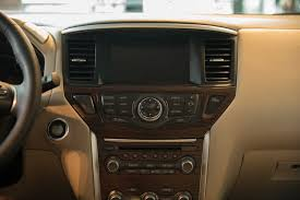 nissan pathfinder 2016 interior 2017 nissan pathfinder gains power style and a better tow rating