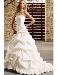robe de mari e l gante robe de mariée longue à traîne splendide et élégante