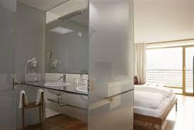 salle de bain dans une chambre beautiful salle de bain chambre a coucher pictures antoniogarcia