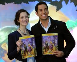 i see the light movie mandy moore and zachary levi perform i see the light from tangled