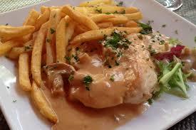 cuisiner des escalopes de poulet recette escalopes de poulet sauce normande sur miam et bon
