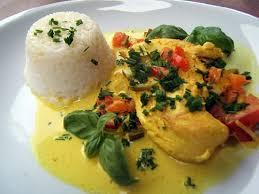 cuisiner le curcuma recette de sauté de poulet au lait de coco et curcuma