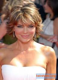 texture of rennas hair lisa rinna short layered and highlighted emmy hairstyle eyes