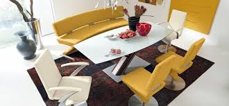 ensemble table chaises ensemble table chaise cuir jaune la déco selon cendrinedesign